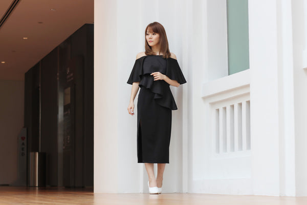 [S L A T E by TACT] <BR>Adauré Off-Shoulder Peplum Top - BLACK (Premium x Exclusive)