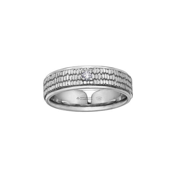 Crafted in white 14kt Certified Canadian Gold, this men's band features a pavé pattern similar to a beaver's tail set with a round-brilliant cut Canadian centre diamond.