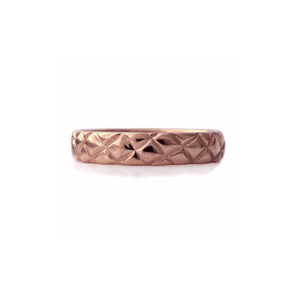 Crafted in 14KT rose gold, this 4.5mm ring features a quilt-inspired pattern all around the band.