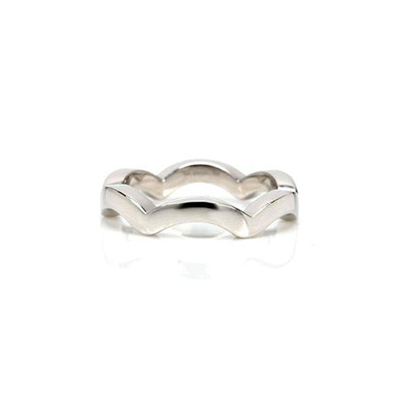 Scallop pattern flat band crafted in 14KT white gold.