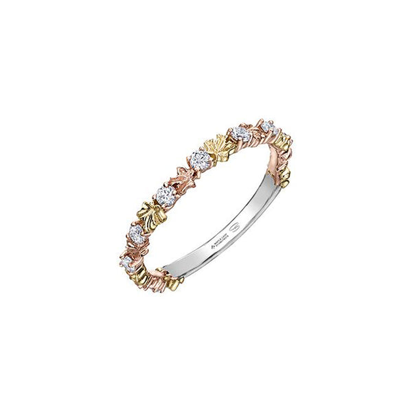 Crafted in 14KT Certified Canadian Gold, this ring features tricolour maple leafs alternating with round brilliant-cut Canadian diamonds.