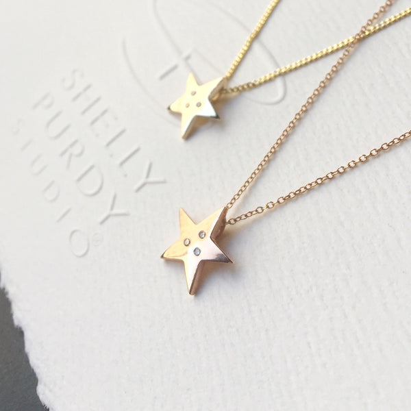 Crafted in 14KT yellow gold, this star shaped pendant is set with 3 round brilliant-cut diamonds.