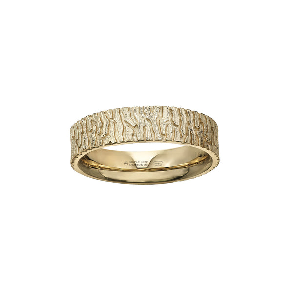 Crafted in 14KT yellow Certified Canadian Gold, this men's ring features a bark-inspired pattern set with a round brilliant-cut Canadian diamond hidden on the inside of the band.