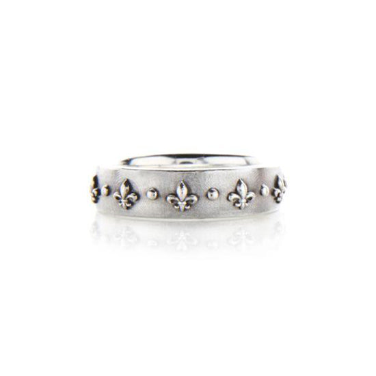 Crafted in 14KT white gold, this ring is embossed with Fleur de Lys all around the band.