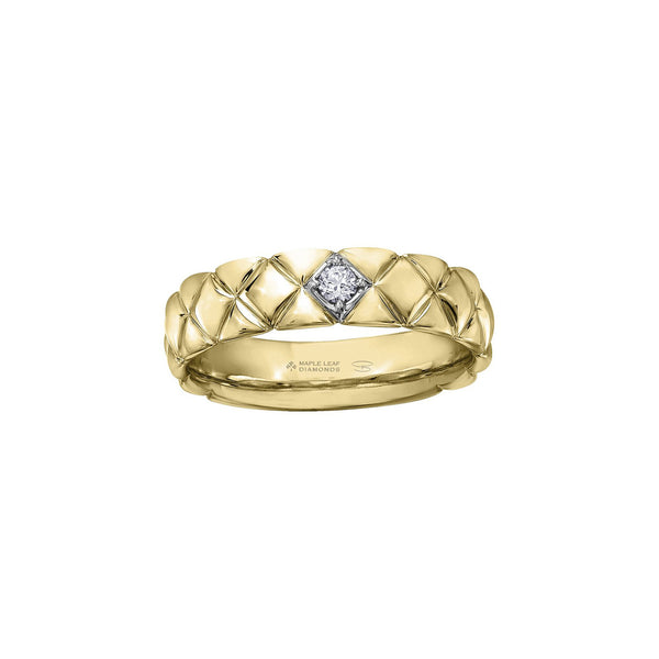 Crafted in 14KT yellow Certified Canadian Gold, this men's ring features a round brilliant-cut Canadian diamond set on a quilted band.