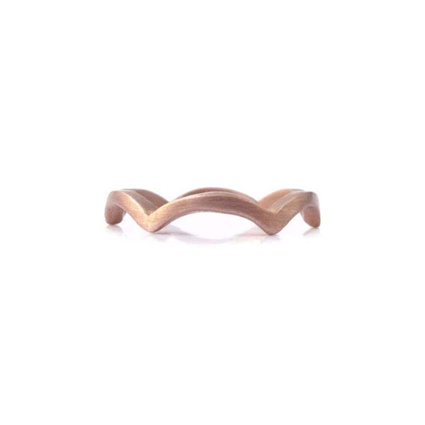 Thin band with a scallop design crafted in 14KT rose gold.