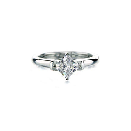 Crafted in 14KT white gold, this ring features a princess-cut centre diamond and round brilliant-cut diamond details.
