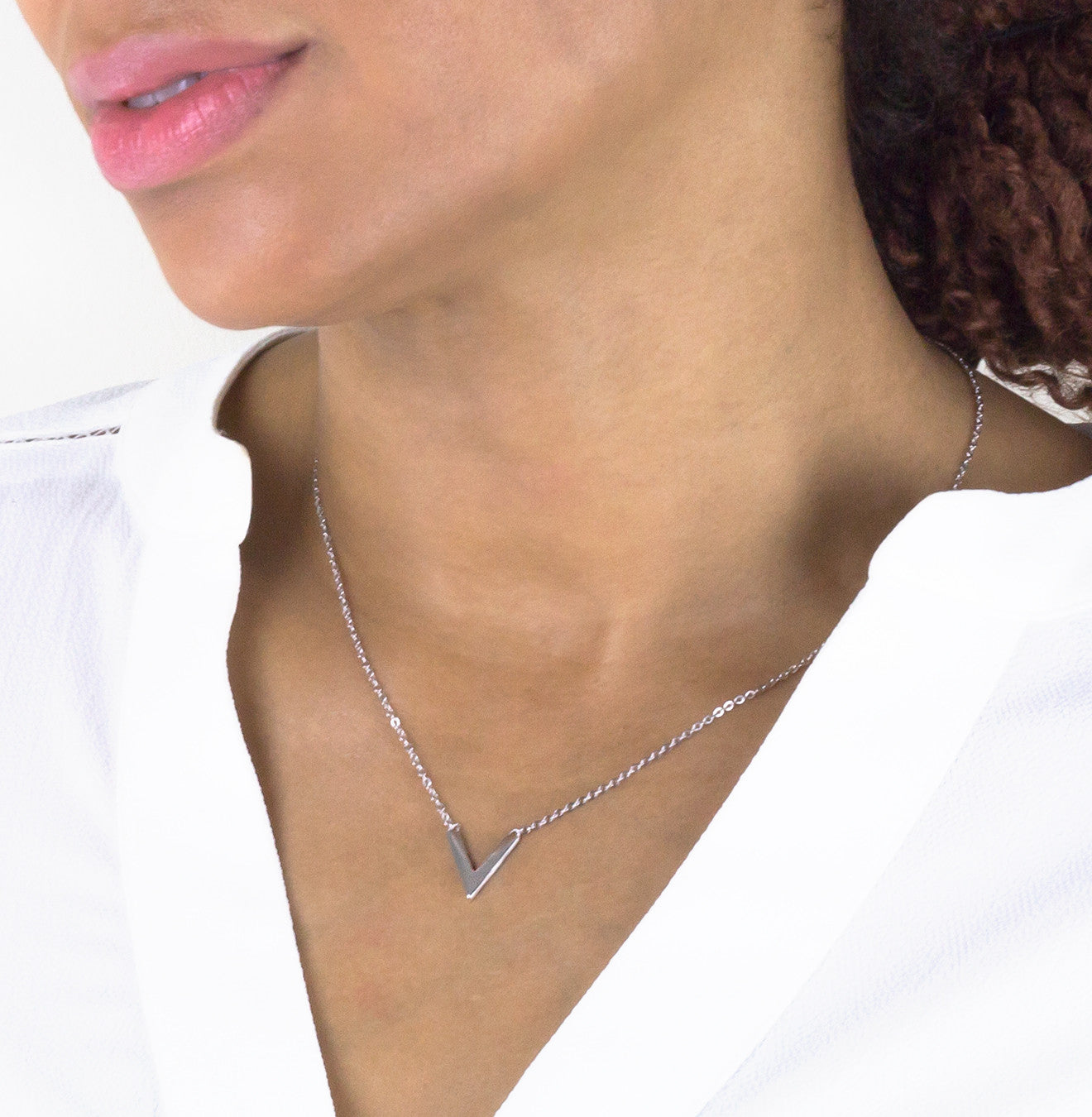 Mini V-Shaped Pendant Necklace - Silver 925
