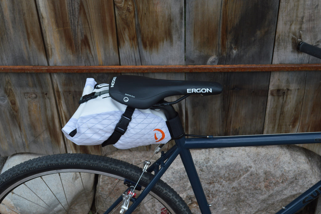 Side-view of white/white Toklat Seat bag Medium on bicycle