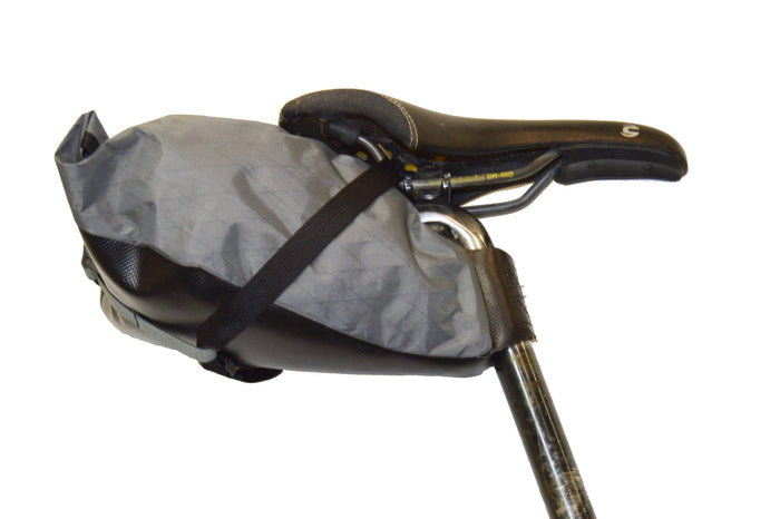 Side-view of medium grey/black Toklat Seat bag