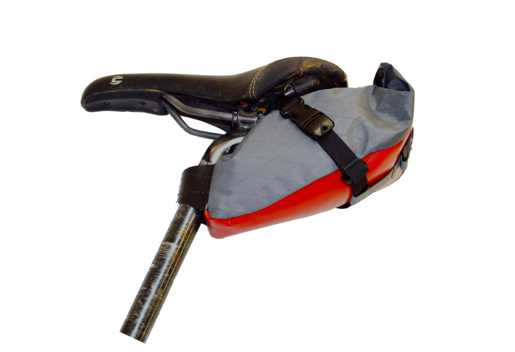 Left-side view of Defiant Pack grey/red Toklat Seatbag Small