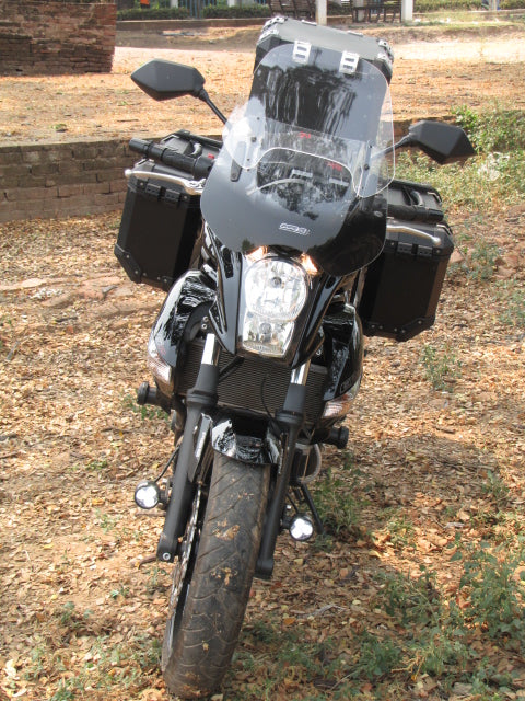 Kawasaki Versys with fender mounted Darlas