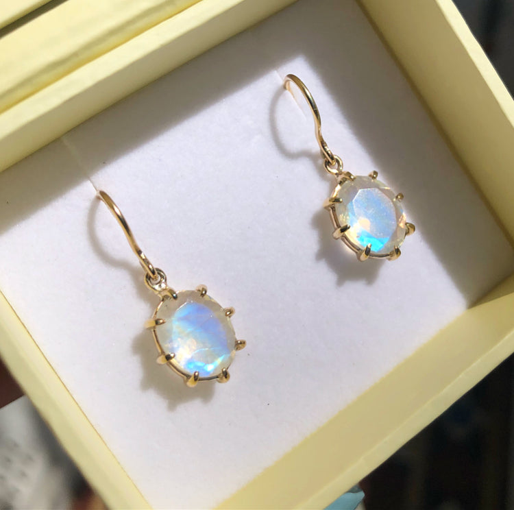 Rainbow Moonstone Earring, 9kt Yellow Gold