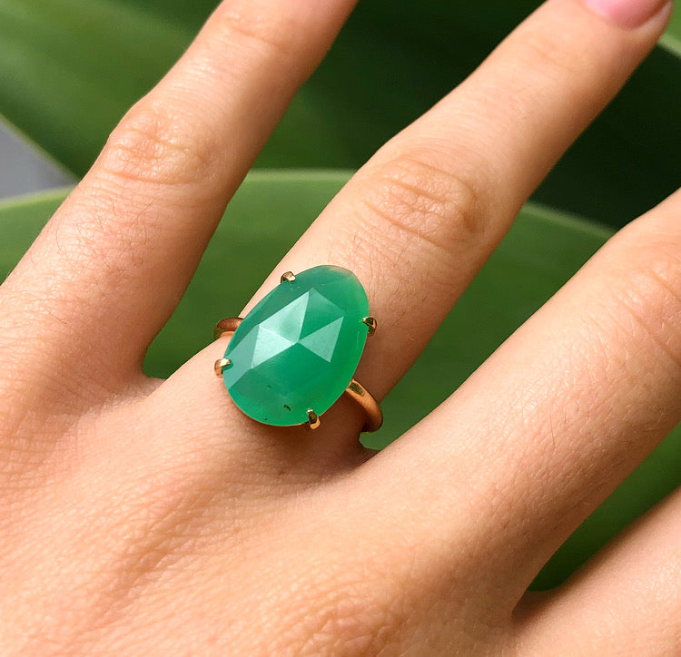 Pulki Ring, Chrysoprase, 9kt Yellow Gold