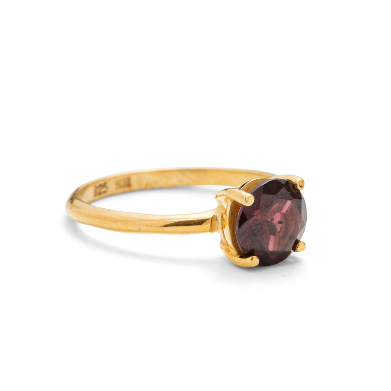 Solitaire Ring, Garnet, 9kt Yellow Gold