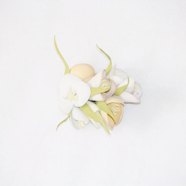 Beige and white floral hair clip