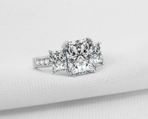 4 Carat Dazzling Carlton Triple Stone Engagement Wedding Anniversary Diamond Ring