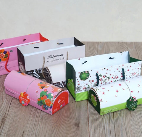 Red/ Green Swiss roll cake box. Comes with Handle paper bag cake more paper more (20 per lot)