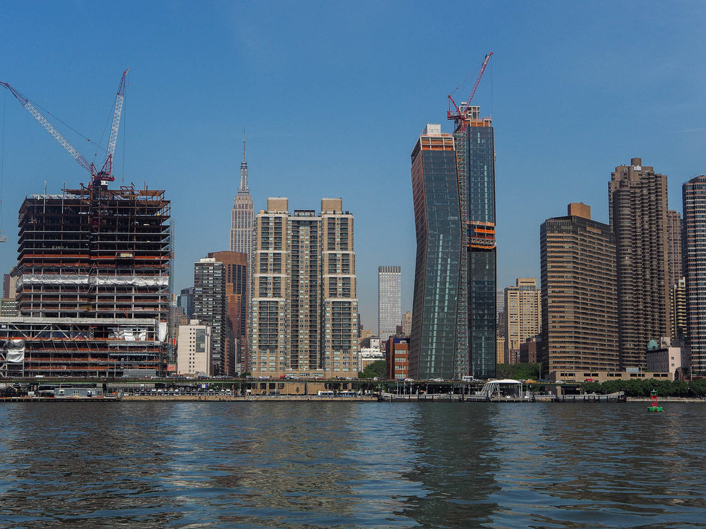 east-river-new-york-buildings