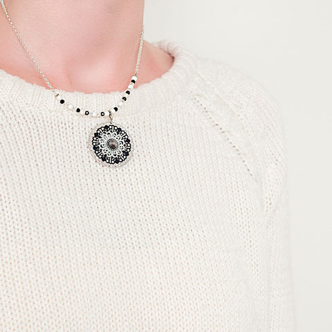 necklace-gypsy-chic-black-white