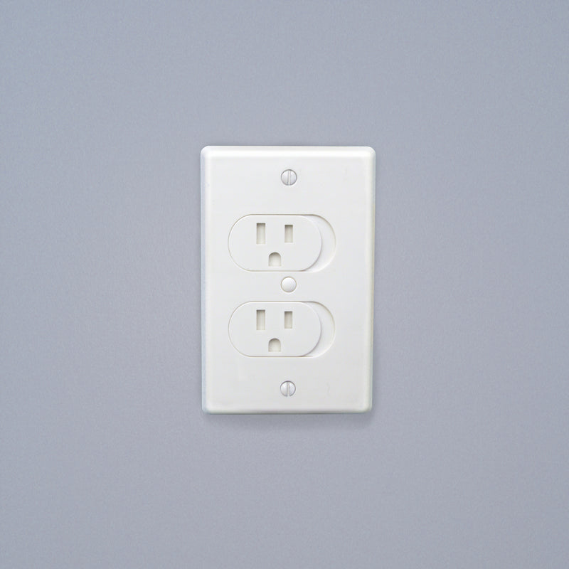 Universal Self-Closing Outlet Cover