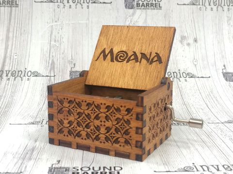Engraved wooden music box - Moana - it calls me