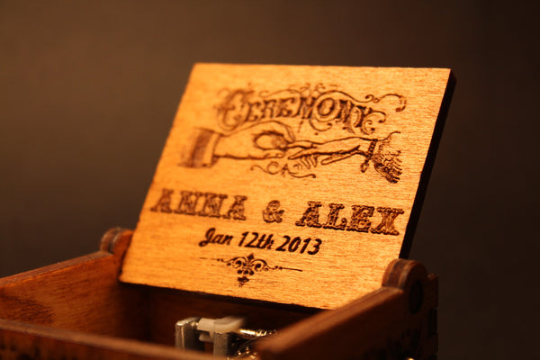 Engraved wooden music box La Vie En Rose
