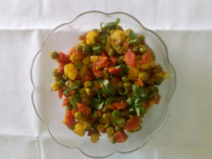 Aloo Mutter Gajar Sabji with Plain rotis (3)