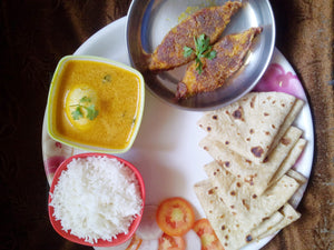 Egg Curry with Halwa Fry (2), Rice, Chapati & Salad