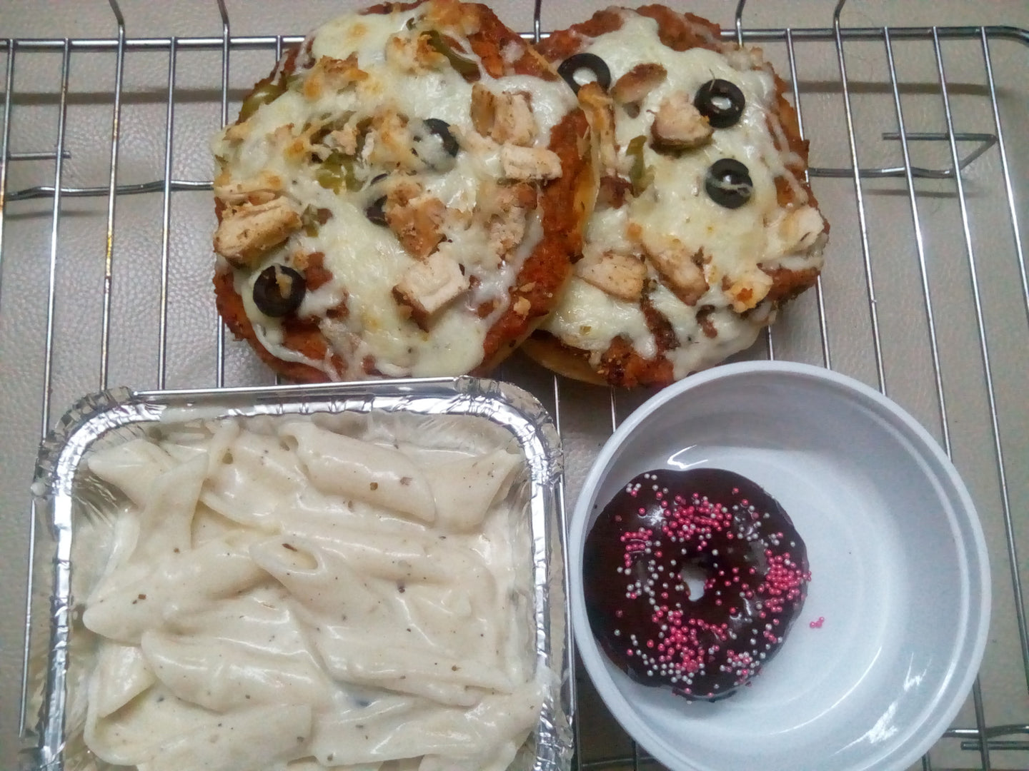 Non veg Chicken pizza (2) with Creamy Pasta, Dessert and Iced Tea