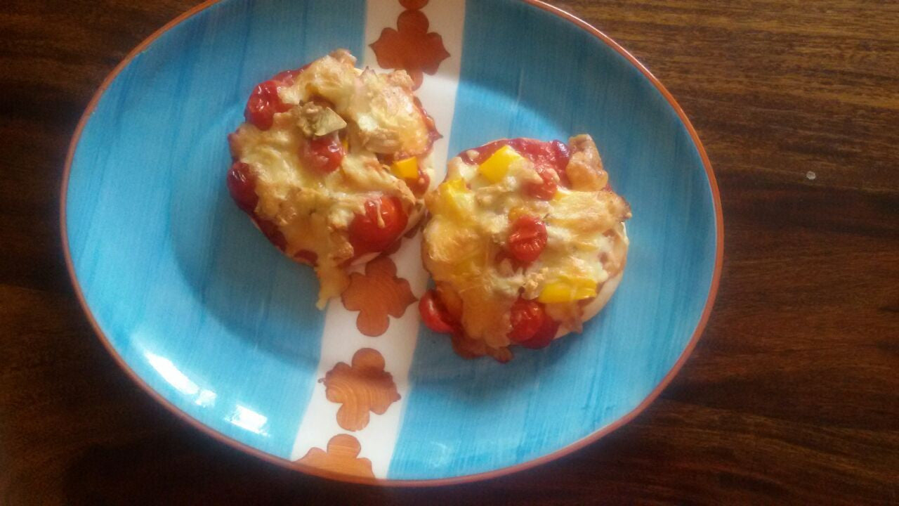 Coin Pizza's (Chicken, Cheese, Cherry Tomatoes & Capsicum Toppings)