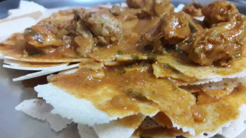 Kori Roti with Chicken Gravy, Rice & Dessert