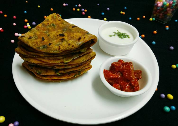Methi Thepla(3) with Curd & Pickle