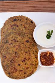 Methi Thepla 3Pc with Curd and Pickle