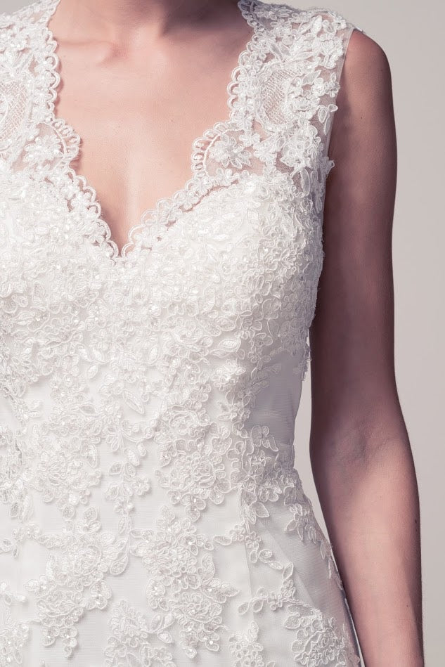 46e5db6cb29 ... Affordable Mermaid Off white long Wedding dress with lace appliqué  Bridal Gown ...