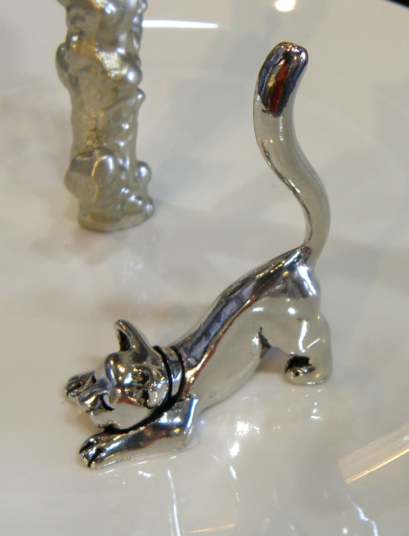 Cat Stretching Ring Holder