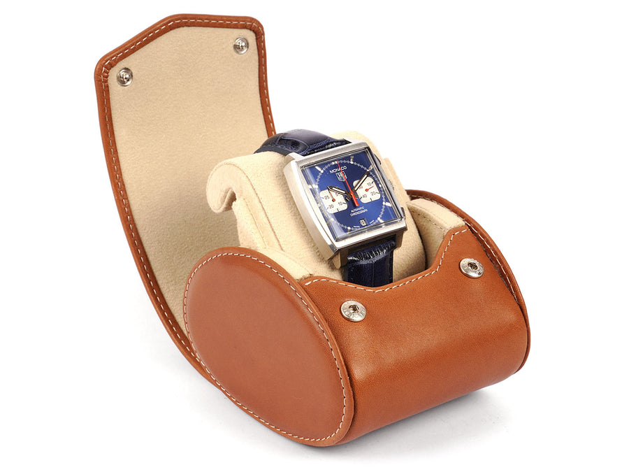 Sinlge-watch-case-cognac-leather-closed-perspective-Carapaz