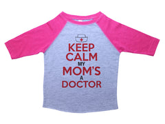 KEEP CALM MY MOM'S A DOCTOR  / Keep Calm My Mom's A Doctor Raglan Baseball Shirt for Toddlers
