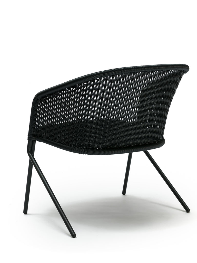 Kakī lounge chair outdoor (charcoal polyethylene) side angle