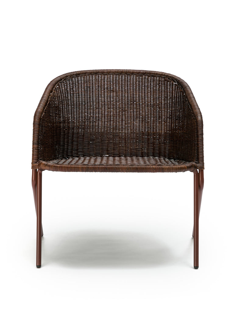Kakī lounge chair (oxide red frame / rust rattan slimit) front