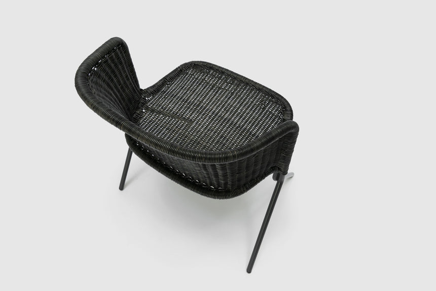 Kakī armchair (graphite rattan slimit) close up