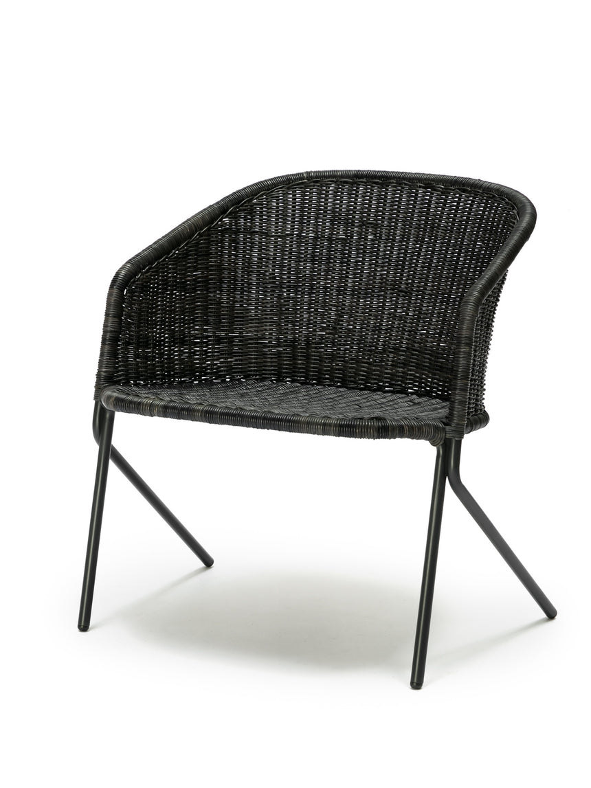 Kakī lounge chair (graphite) front angle