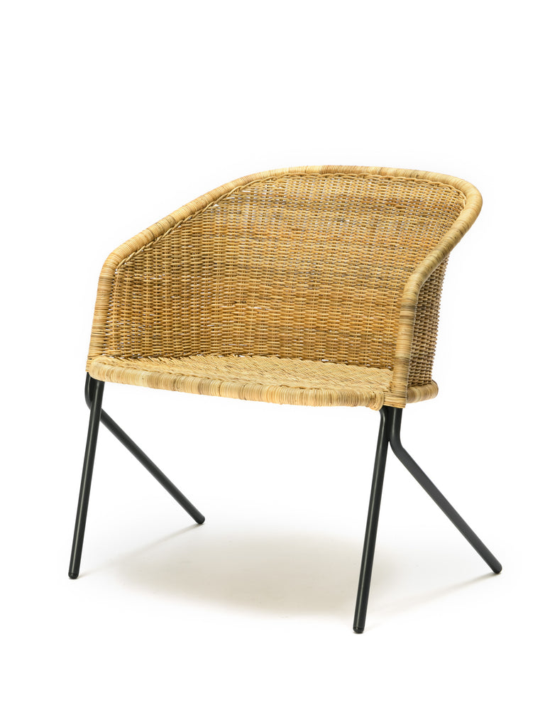 Kakī lounge chair (natural) front angle