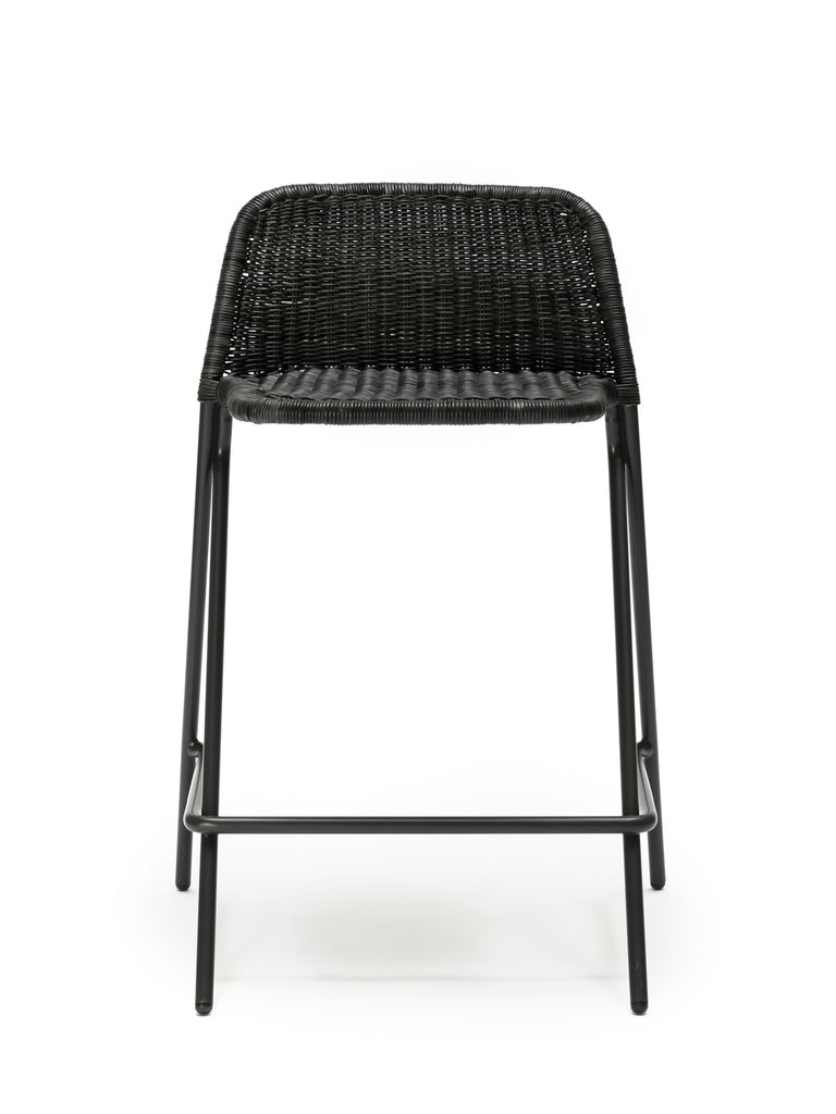 Kakī stool with backrest (graphite rattan slimit) front