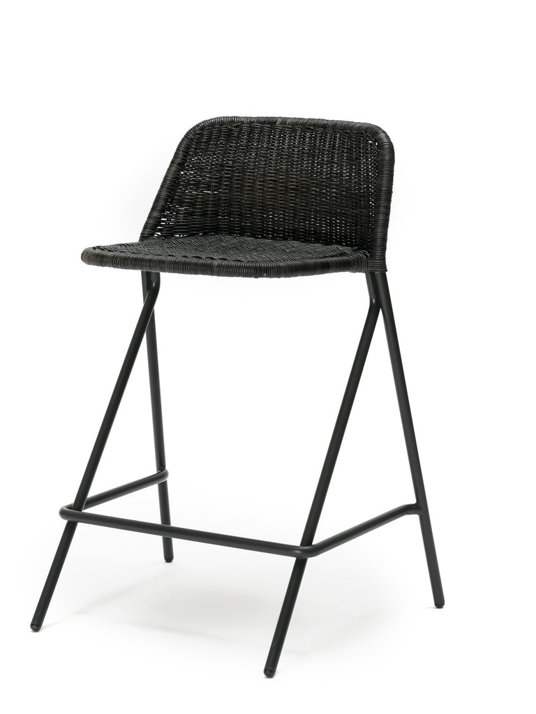 Kakī stool with backrest (graphite rattan slimit) front angle