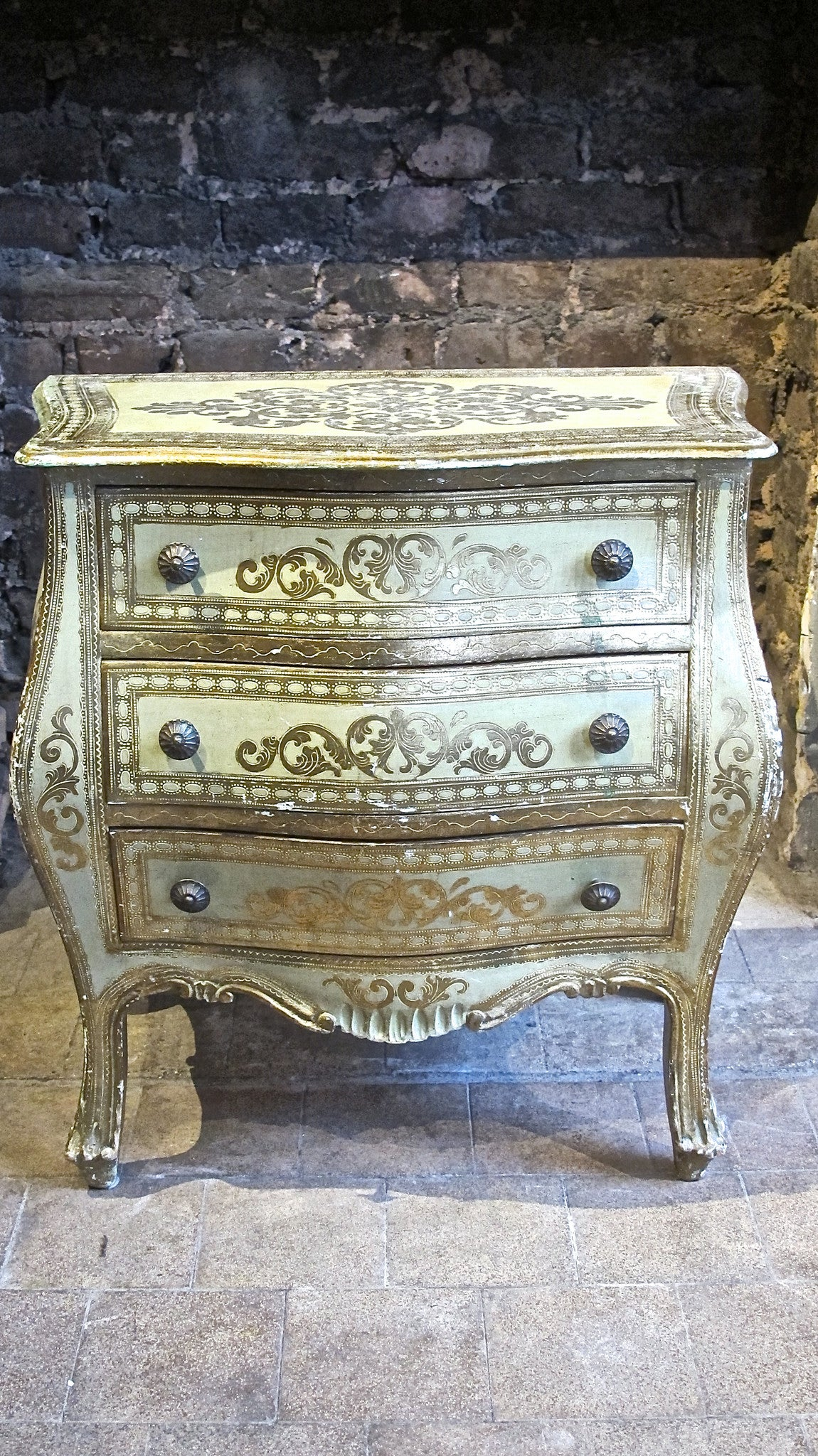 X Bombe fronted florentine parcel gilt chest of drawers.