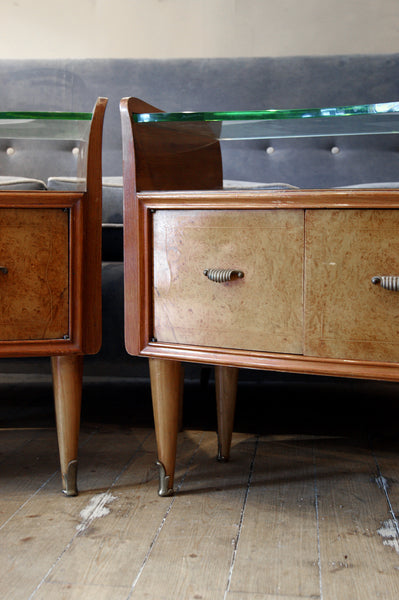 X Pair of Italian 1950s bedside cabinets with plate glass tops.