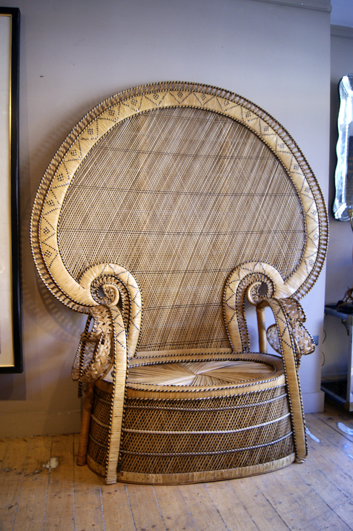 X Large 1970s 'Emanuelle' wicker banquete  .