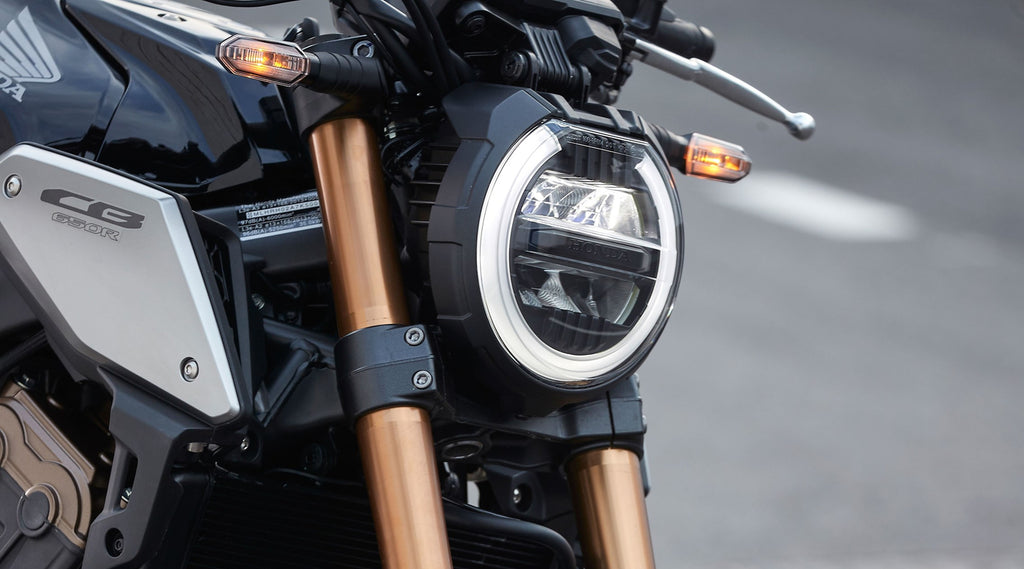 CB650R LIGHT, VERSATILE AND REFINED. TAKING ORDERS.
