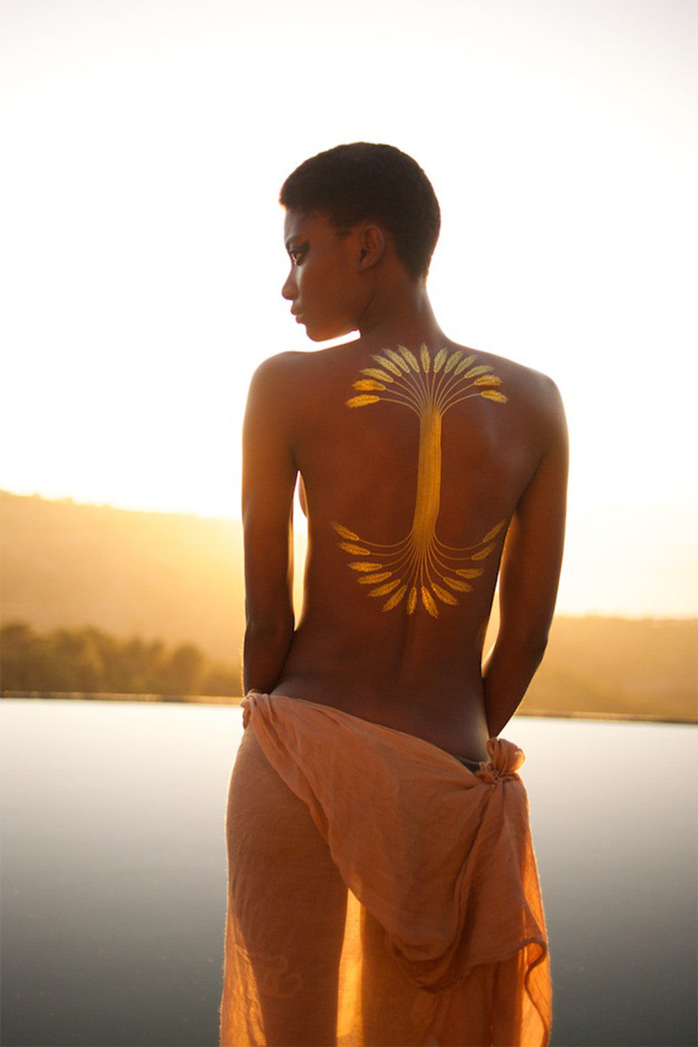 Wheat flash gold tattoo on back in sunset by Tille del Negro